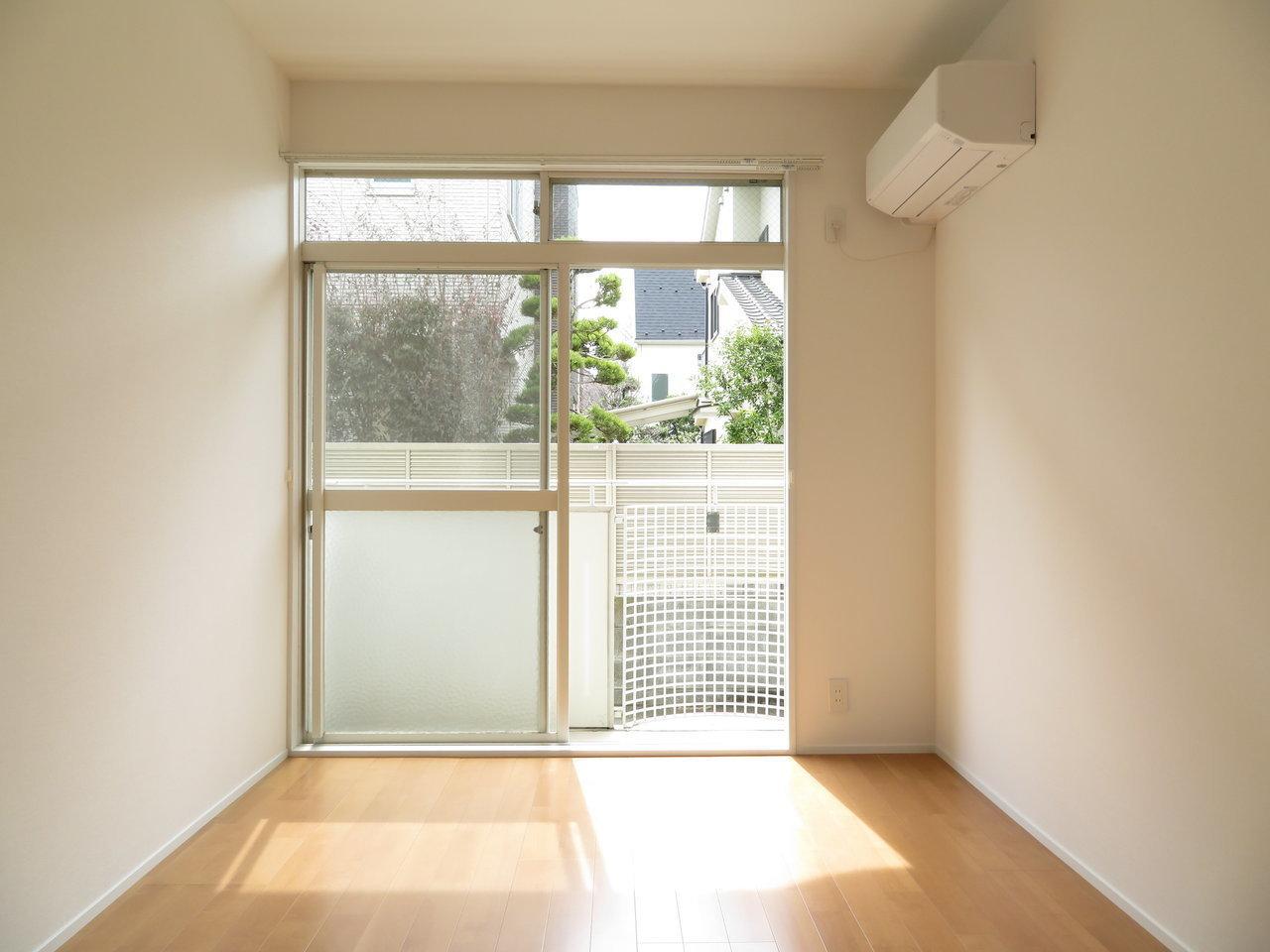 リビング横の、引き戸で繋がったお部屋は8畳あります。太陽光が降り注ぐ中、二人が気持ちよく働ける、こだわりのワークスペースを作りましょう。