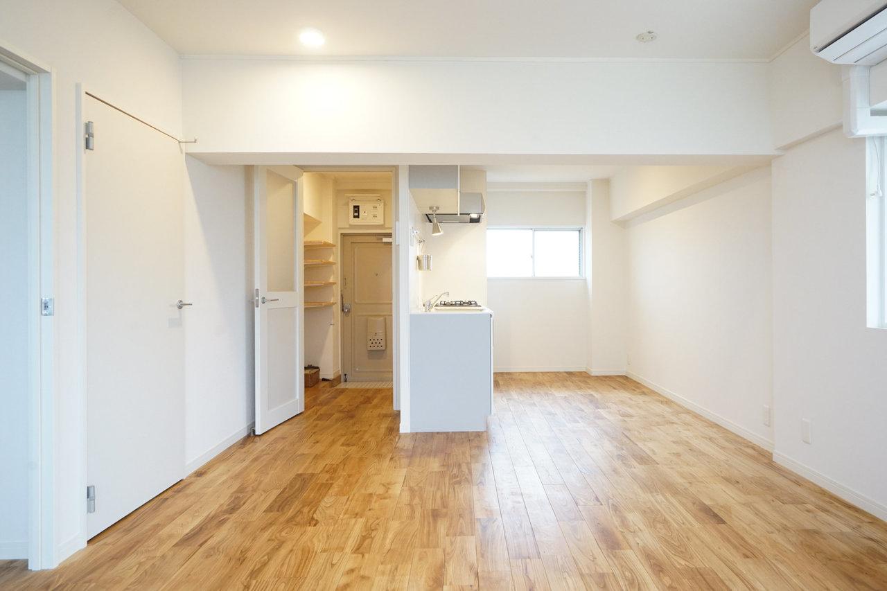 TOMOSの特徴は、全室無垢床を使っているところ。温かみもあるので、お部屋のインテリアもナチュラルな雰囲気のものが合いそうです。