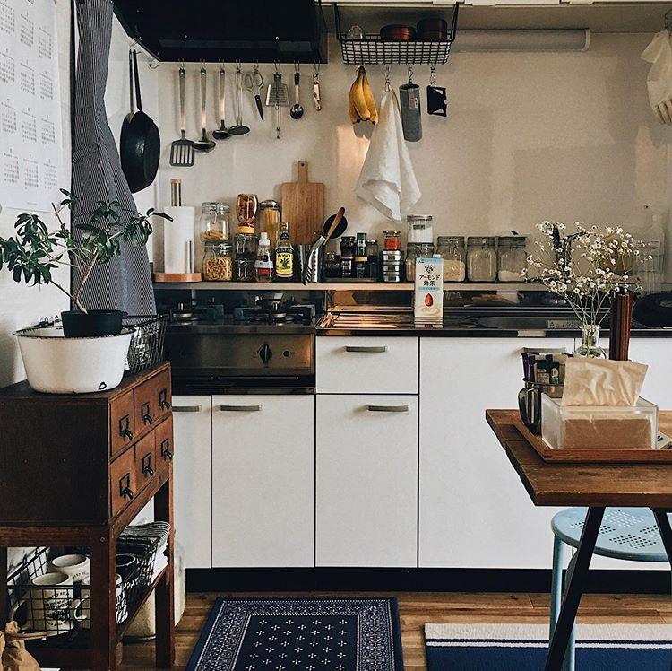 キッチンツールや調味料も、いつでもすぐ、手に届く位置に。