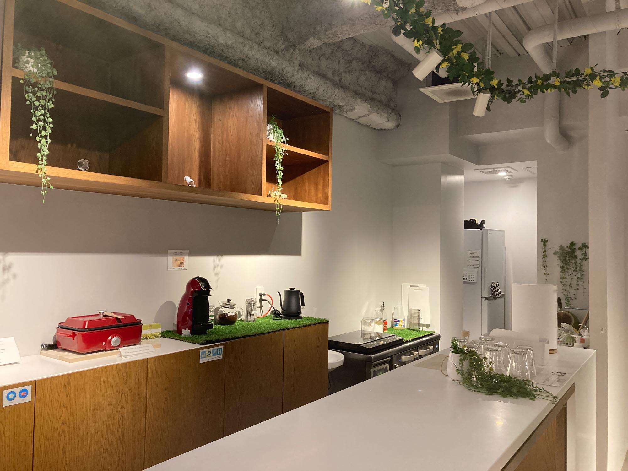 1階ラウンジの奥には、シェアキッチンがあります。