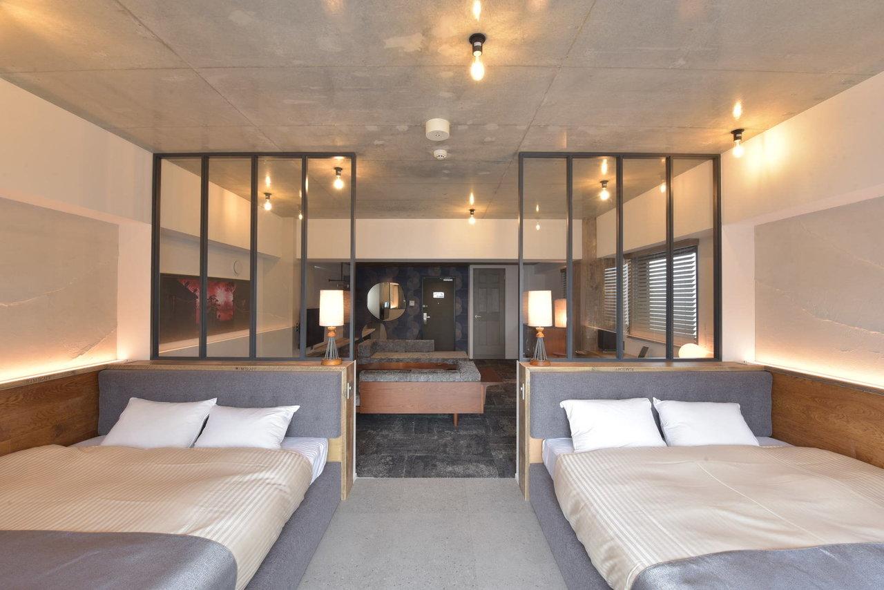 家具やアートなど、自宅にはなかなか置けないインテリアを思いきり楽しむことができるのも、ホテル暮らしならでは。(写真は「Hotel Vintage 神楽坂」)