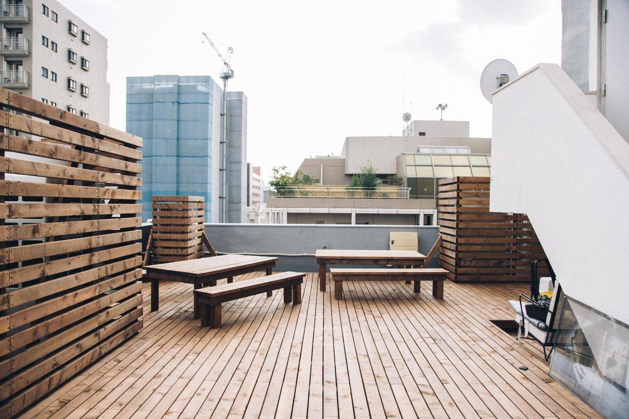 そしてなんと、屋上もあるんです。晴れた日にはここで気分転換に仕事をしたり、食事をしたりして過ごすことができそうです。