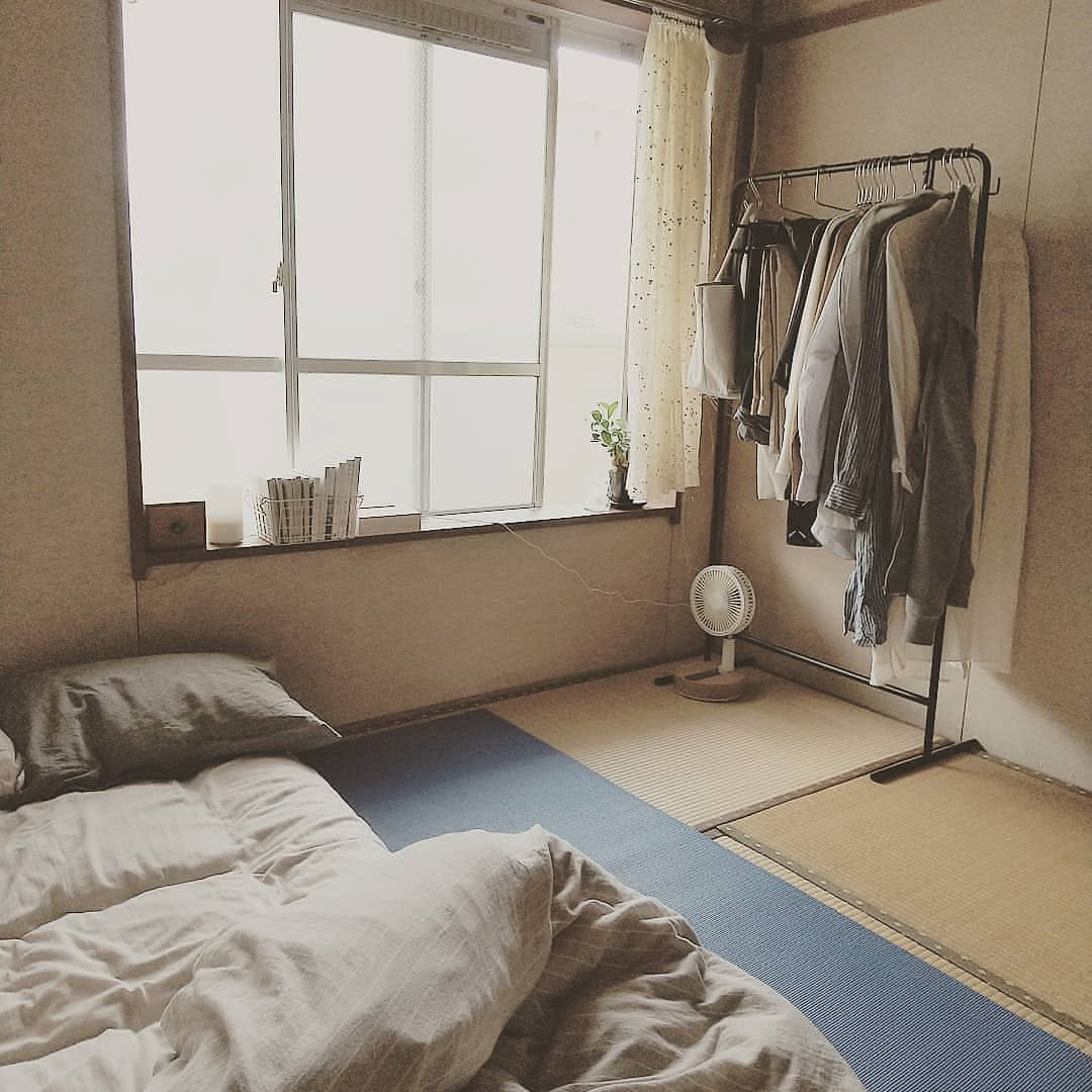 こちらはめむさんの自室。ベッドをおかなくても、布団やマットレスだけでいいのも畳ならではの利点。さっと立てかけて掃除ができるので、気持ちよく整えられるそう。