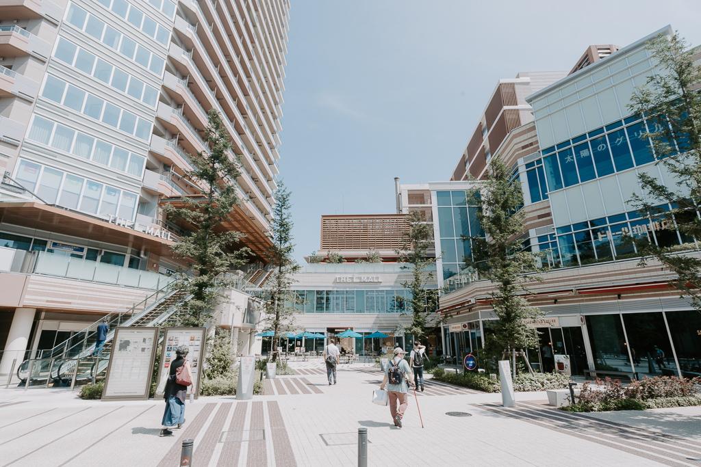 駅前には「パークシティ武蔵小山ザモール」が。おしゃれで実用的なお店が多数集まっています。