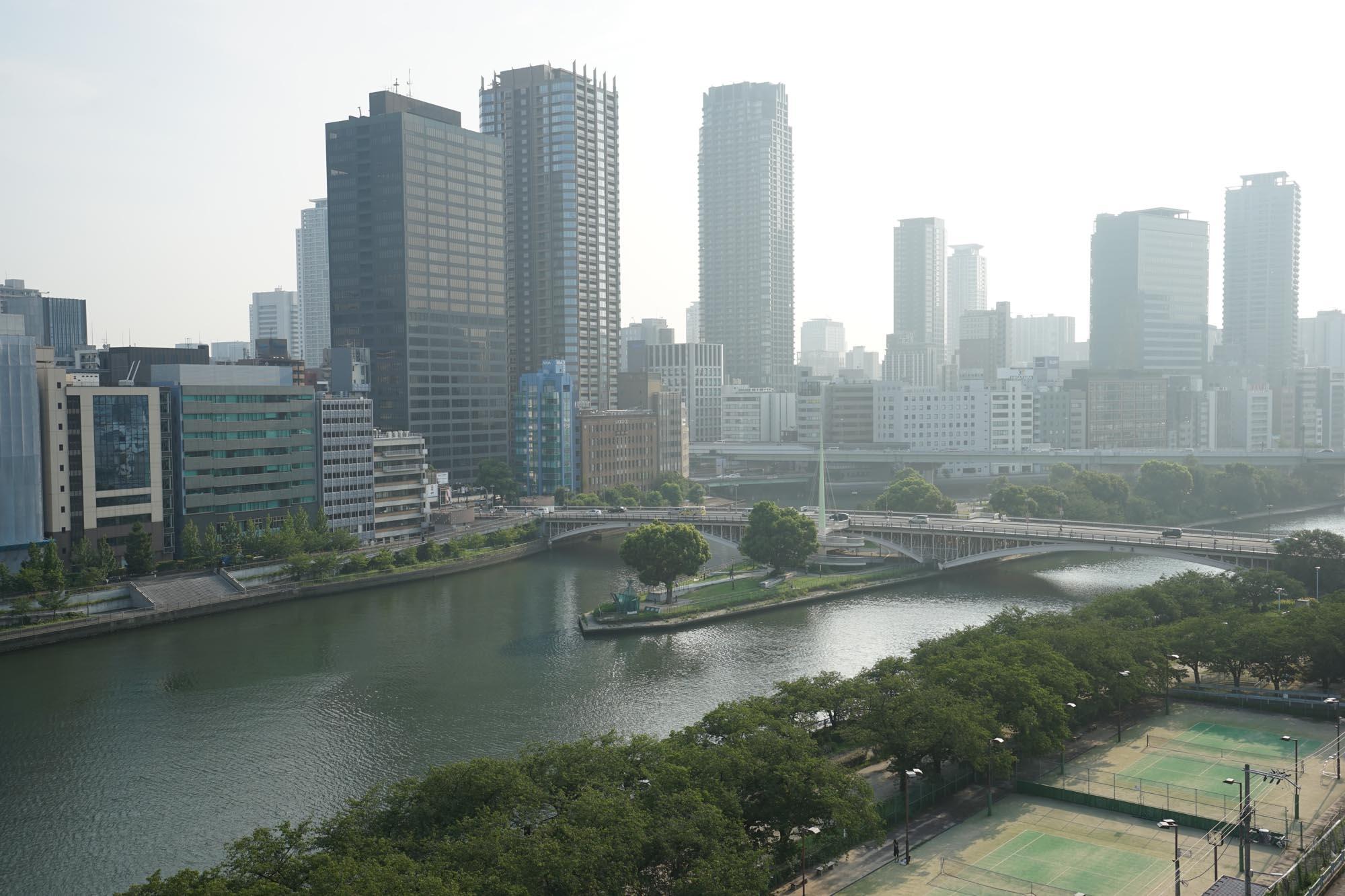 中之島公園がほとんど目の前。梅田や北浜にお勤めの方でしたら、徒歩や自転車で通勤可能なエリアです。