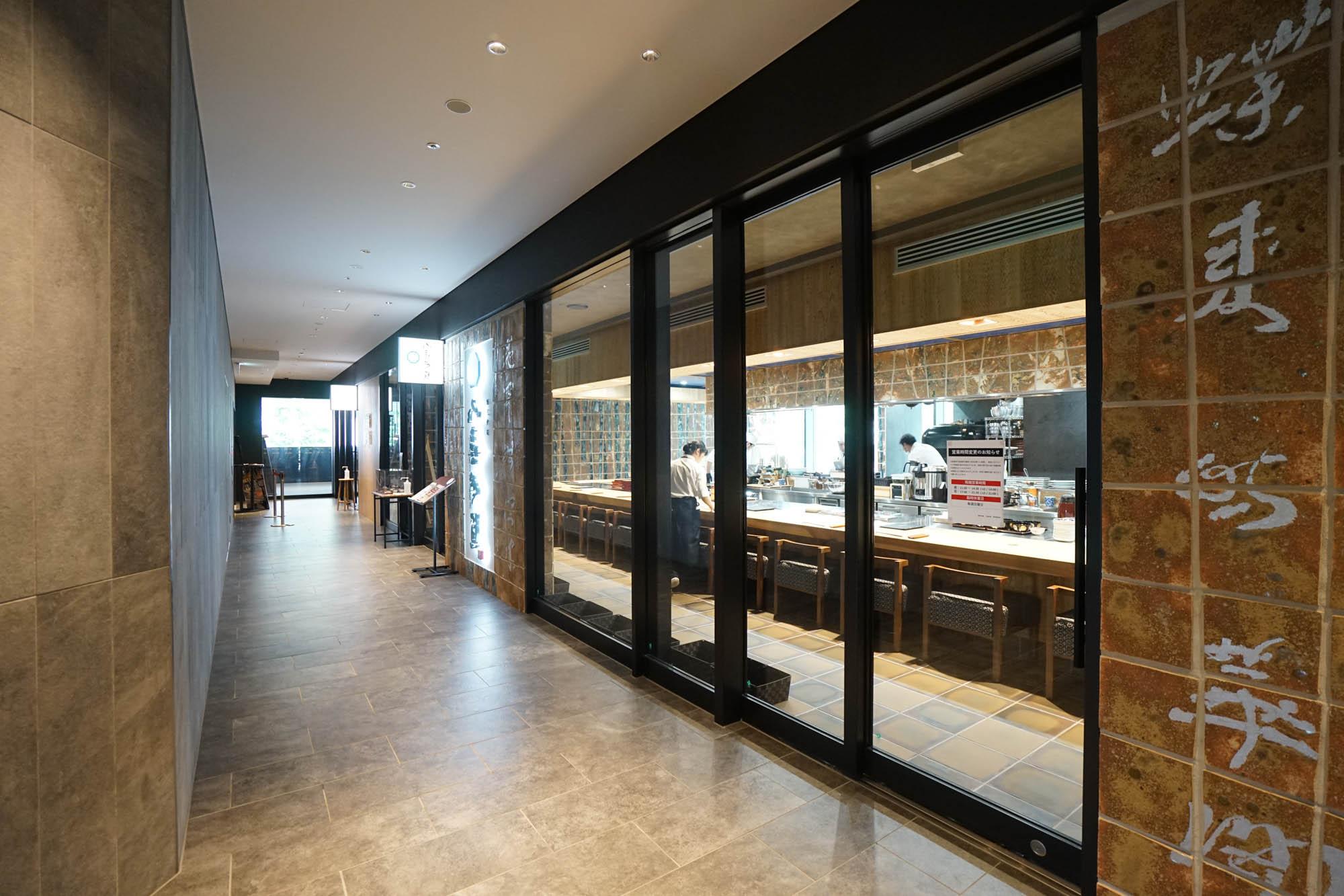 2階には複数の店舗が集まるレストランフロアがあります。