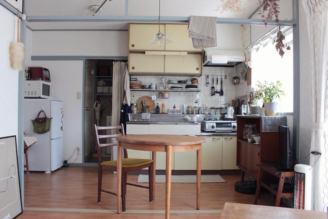 ソファにゆったりと座って、このキッチンの眺めを見るのが好き、と小針さん。