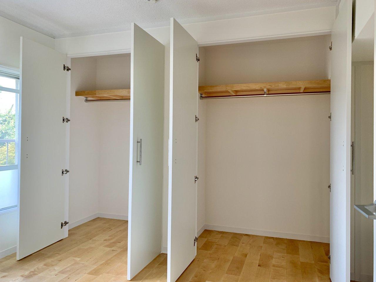 5畳の洋室には、大きなクローゼットが2つ。2LDKなので、どちらか一方の部屋を寝室に、もう一つはワークスペースに、なんて使い方も贅沢だけど良さそう。