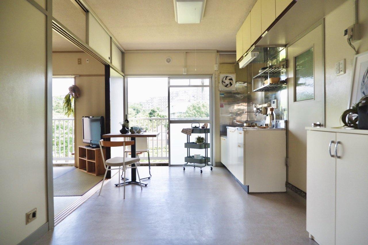 日当たりの良いダイニングキッチン。インテリアにこだわれば、味わい深い、おしゃれな空間に。