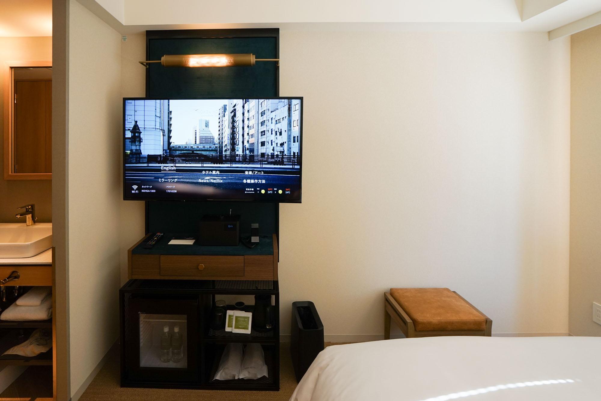 注目したいのは、ベッドの向かい側にあるメディアシステム!