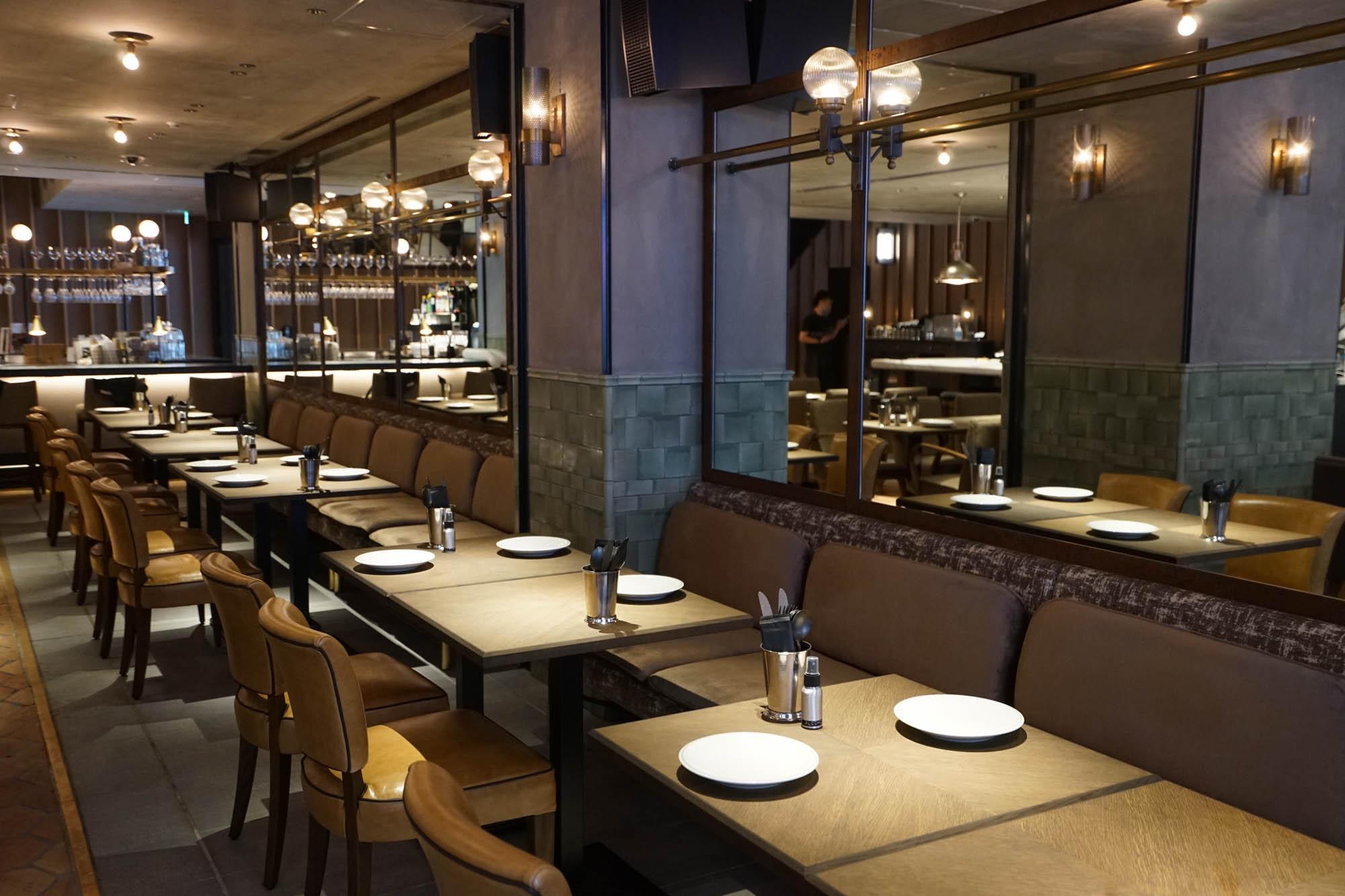 ホテル1階には、モダンなスタイルのスパニッシュ・イタリアンレストランが入っています。朝7時から夜23時まで営業。