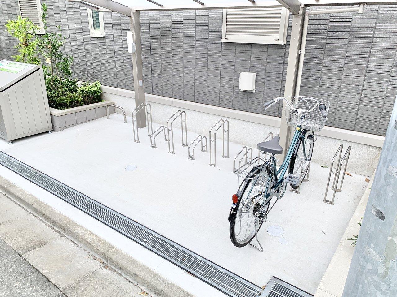 駅から少し距離がありますが、その分自転車を活用してもいいですね。屋根付きの駐輪場があるのもうれしい。