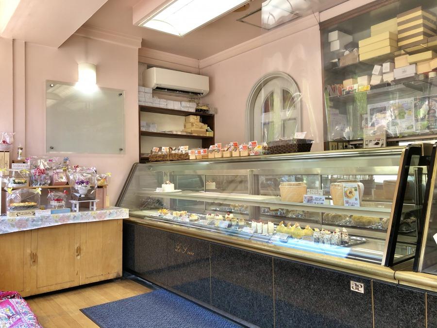 「ラ・セーヌ」さんはこちらに店を構えて約40年。地元の方々に愛される洋菓子店です。