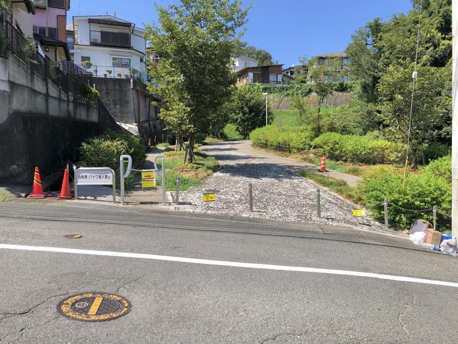 生田駅からだと、ここまで徒歩約15分。知らなければ通り過ぎてしまいそうな横道へと入っていきます。