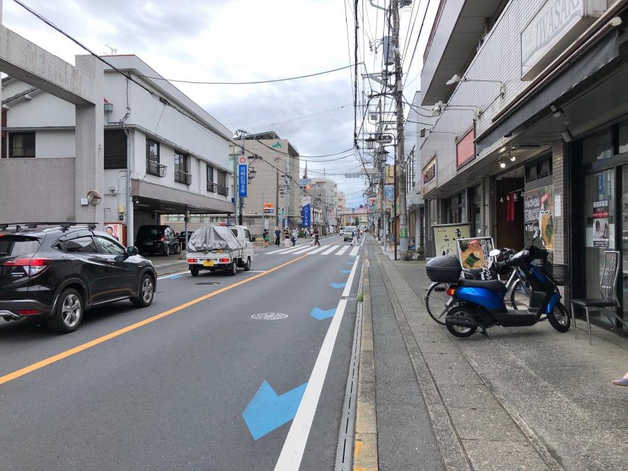 駅の北側には三軒茶屋から町田まで続く県道3号線が通っています。