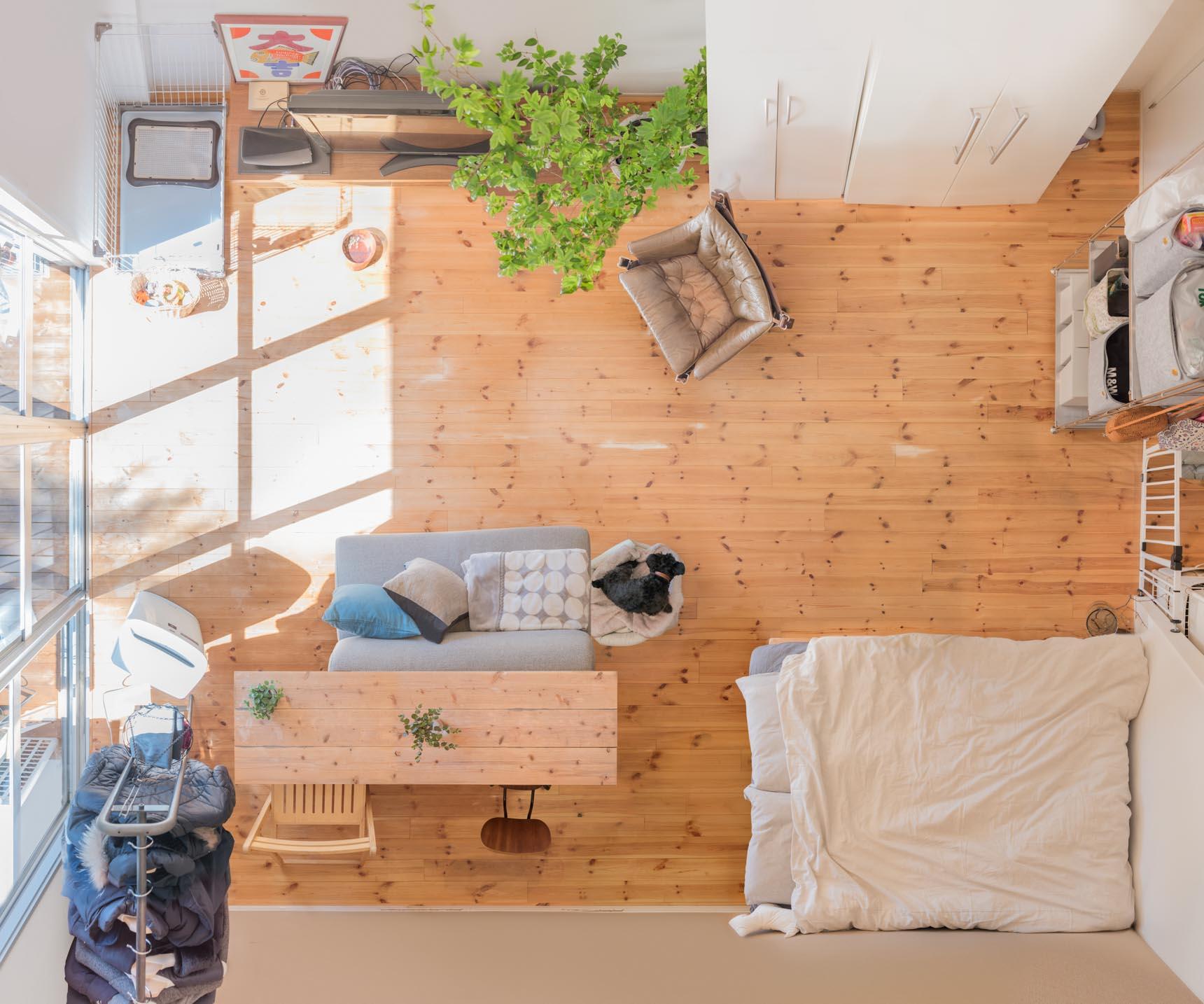 参考記事:窓からの風と緑を独り占めする、ふたり暮らしのワンルーム