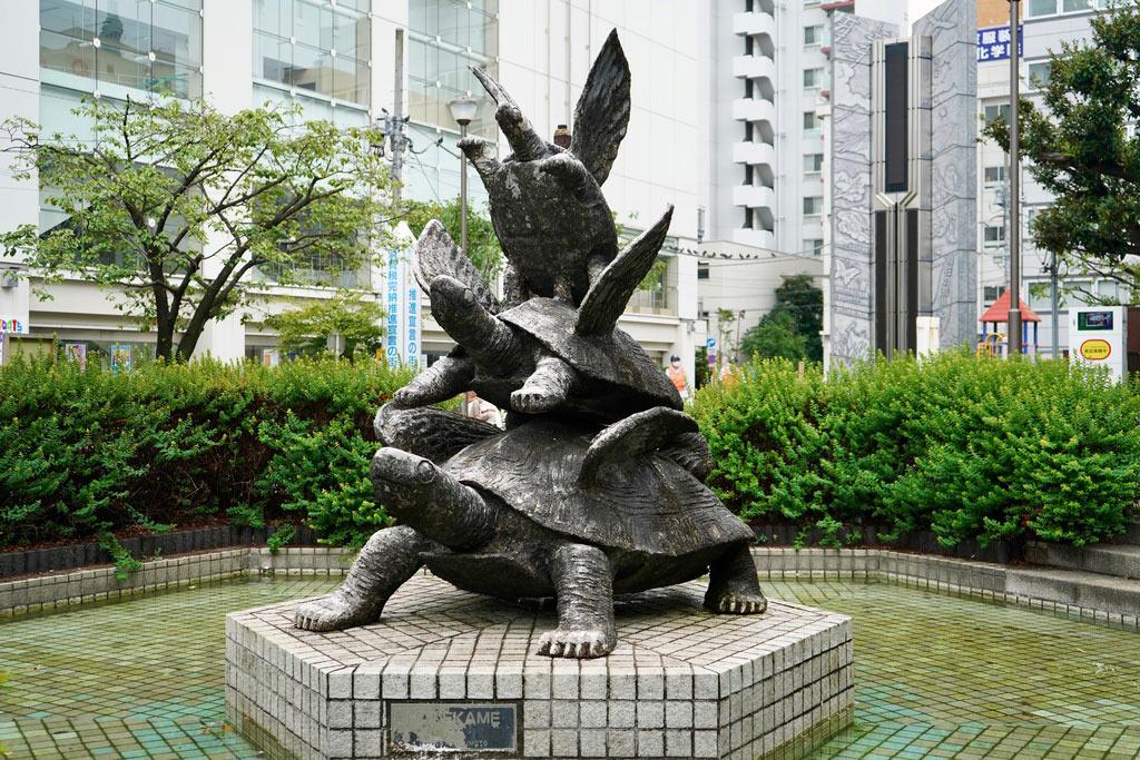 江東区を守って欲しいという願いも込められているそうです。四神思想が取り入れられていてユニークなモニュメントですね。