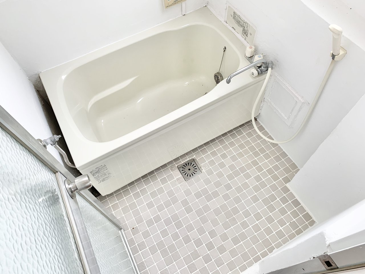 バス・トイレは別。バスルームもおしゃれなタイルが敷かれて、清潔感がありましたよ。