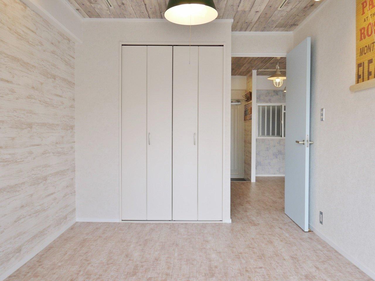 どちらもお部屋の壁紙もこだわりがつまっていますね。収納も、各部屋についていて便利です。