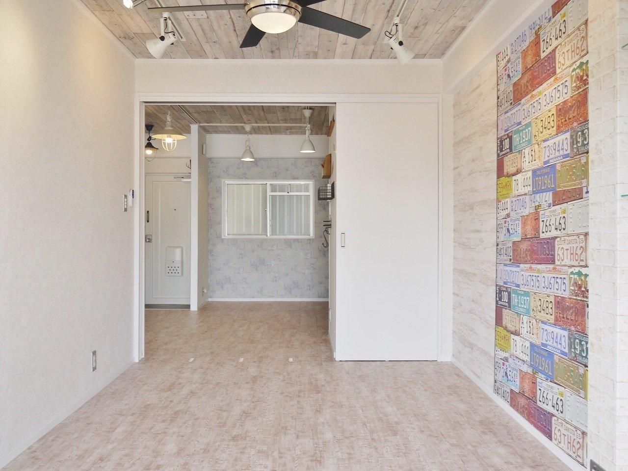 オーナーさんのこだわりで、部屋ごとにデザインのテイストが違うというお部屋。こちらはブルックリンスタイルをテーマにしています。