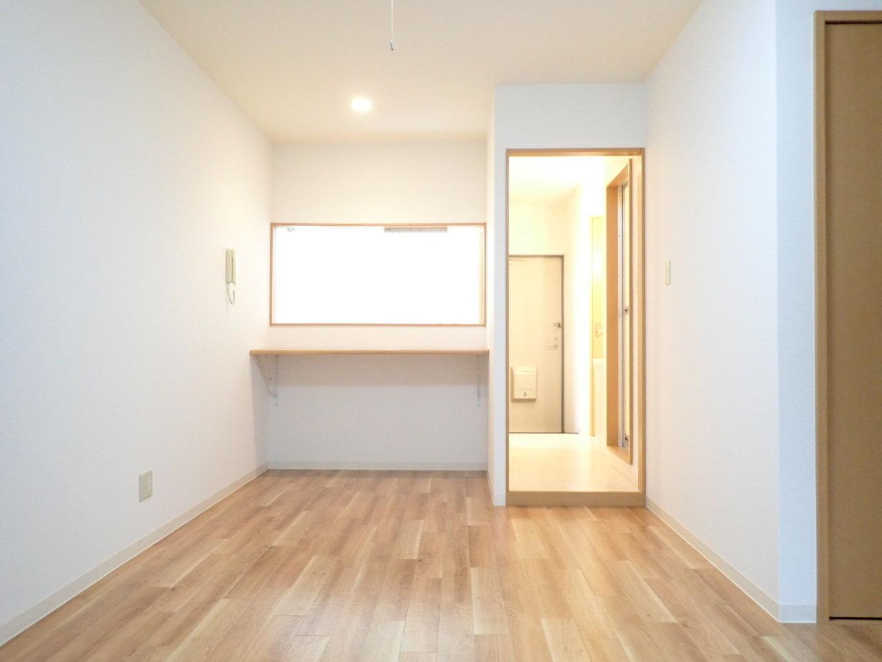 最後は、広々10畳の1K物件。みんなの憧れ、カウンターキッチンがあるお部屋です。