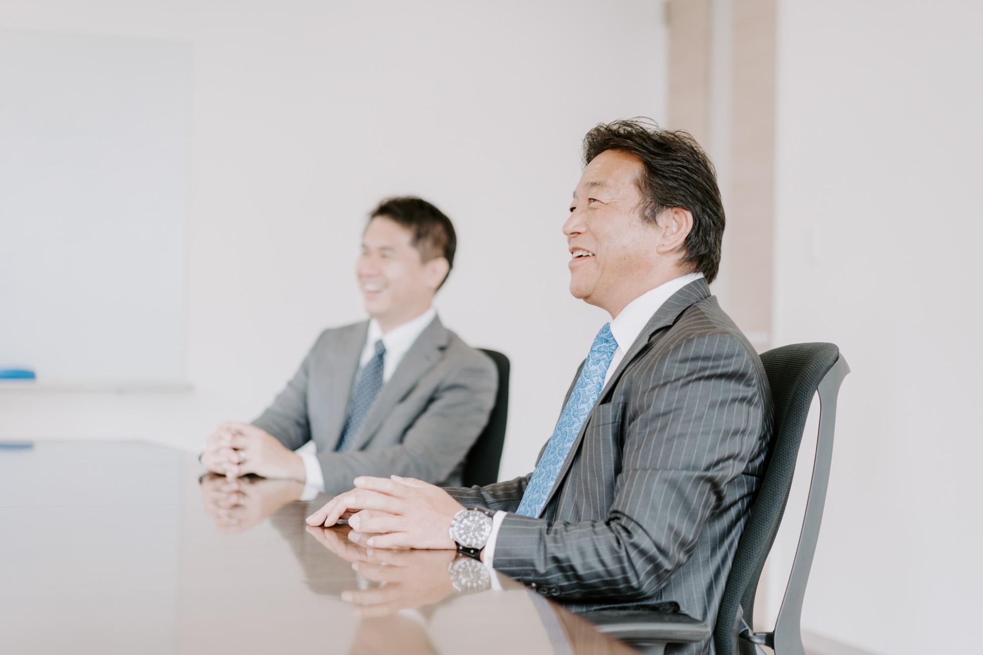 お話を伺ったのは、写真右から代表取締役社長の竹原康浩様、総務部部長の橋本和典様。