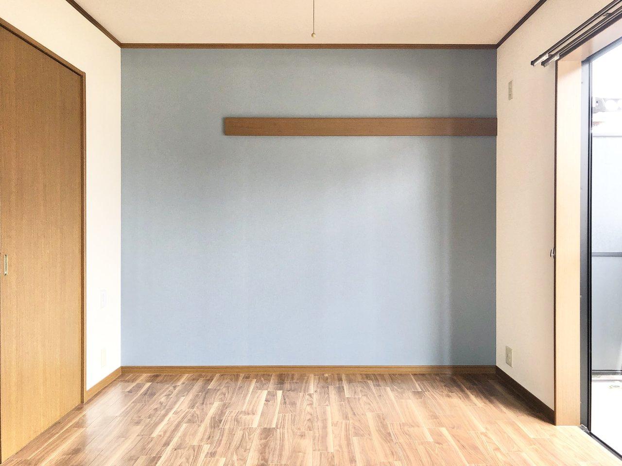 北欧風のグレイッシュなブルーの壁紙が素敵な1Kです。