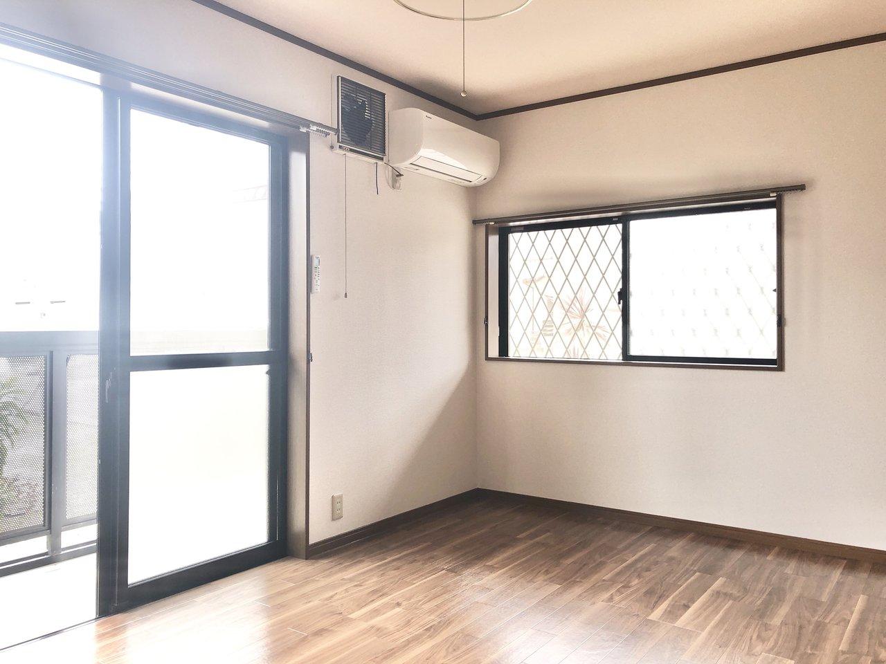 南東向きのお部屋、窓が2つあるのもいいところ。
