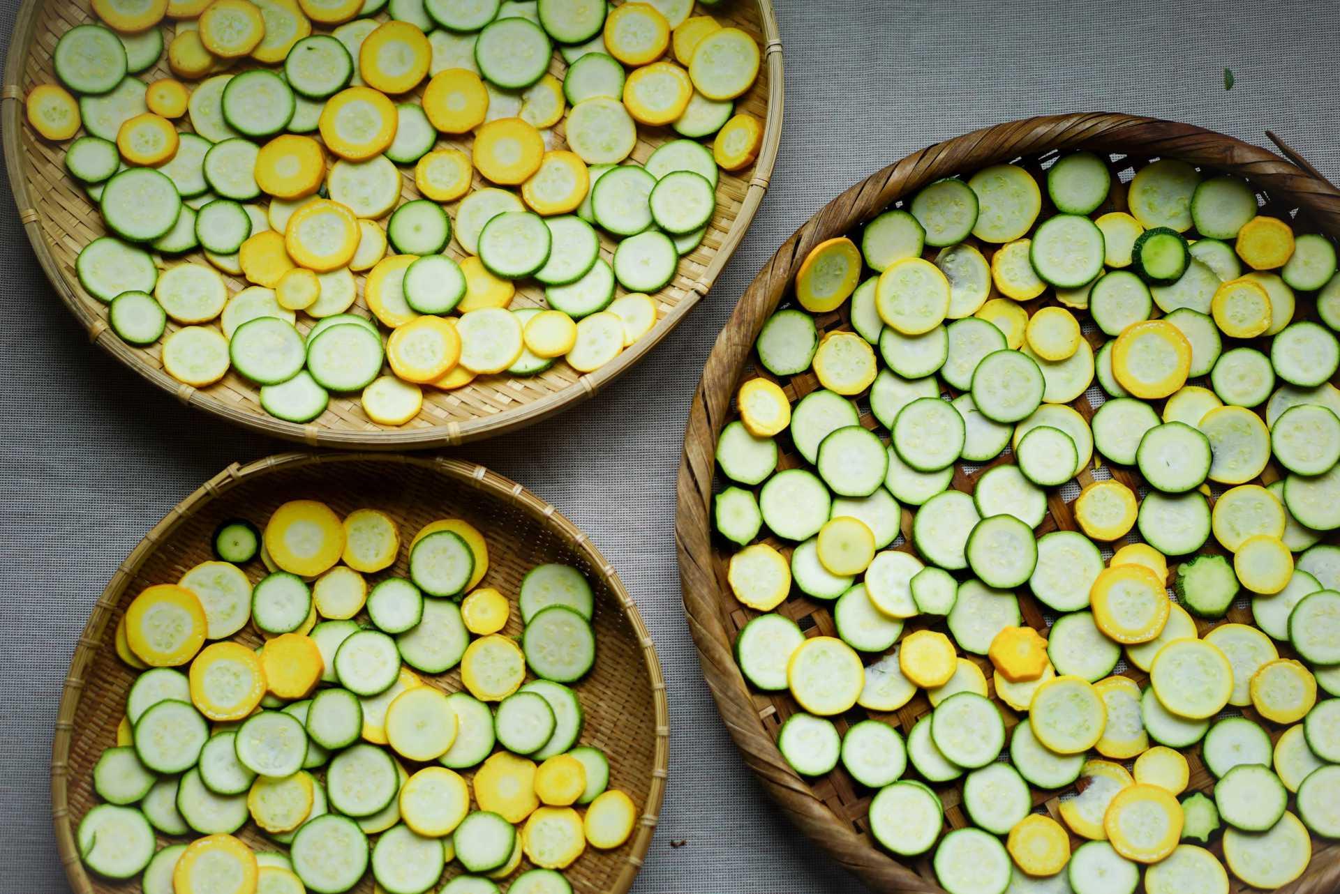 余った野菜を活用するなら?旨みと甘みたっぷり、干し野菜のすすめ