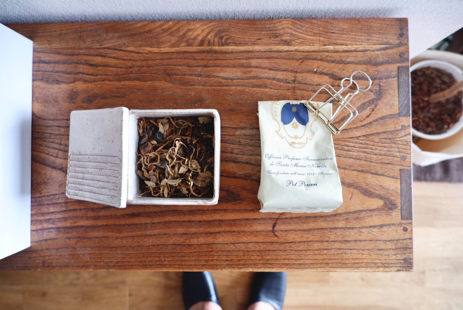 帰宅した時にふわっと感じるポプリの香り。入っている袋もまた飾っておきたくなるデザインです。