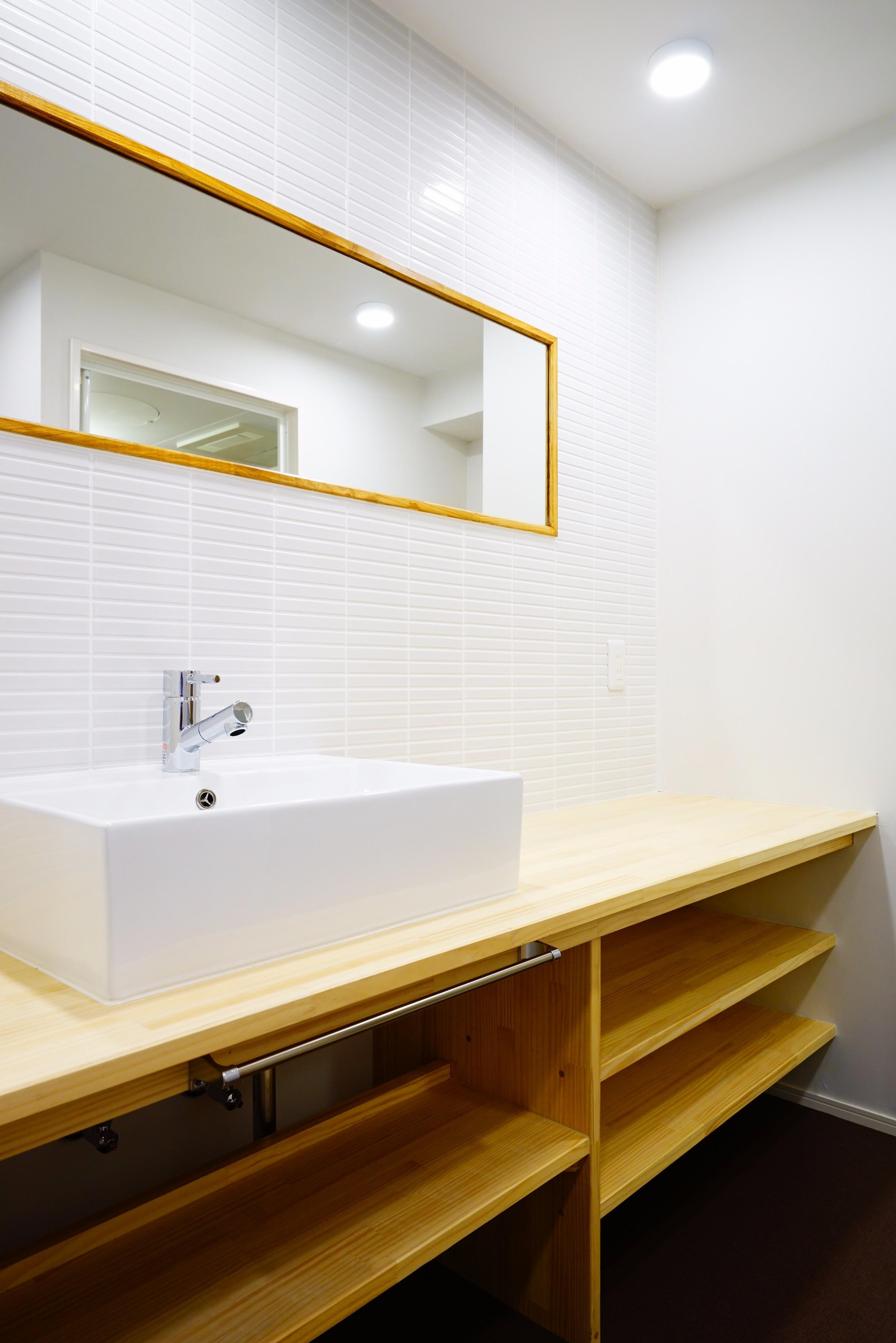 洗面台も幅広で使い勝手が良さそう。朝が忙しい二人暮らしの方でも安心です。