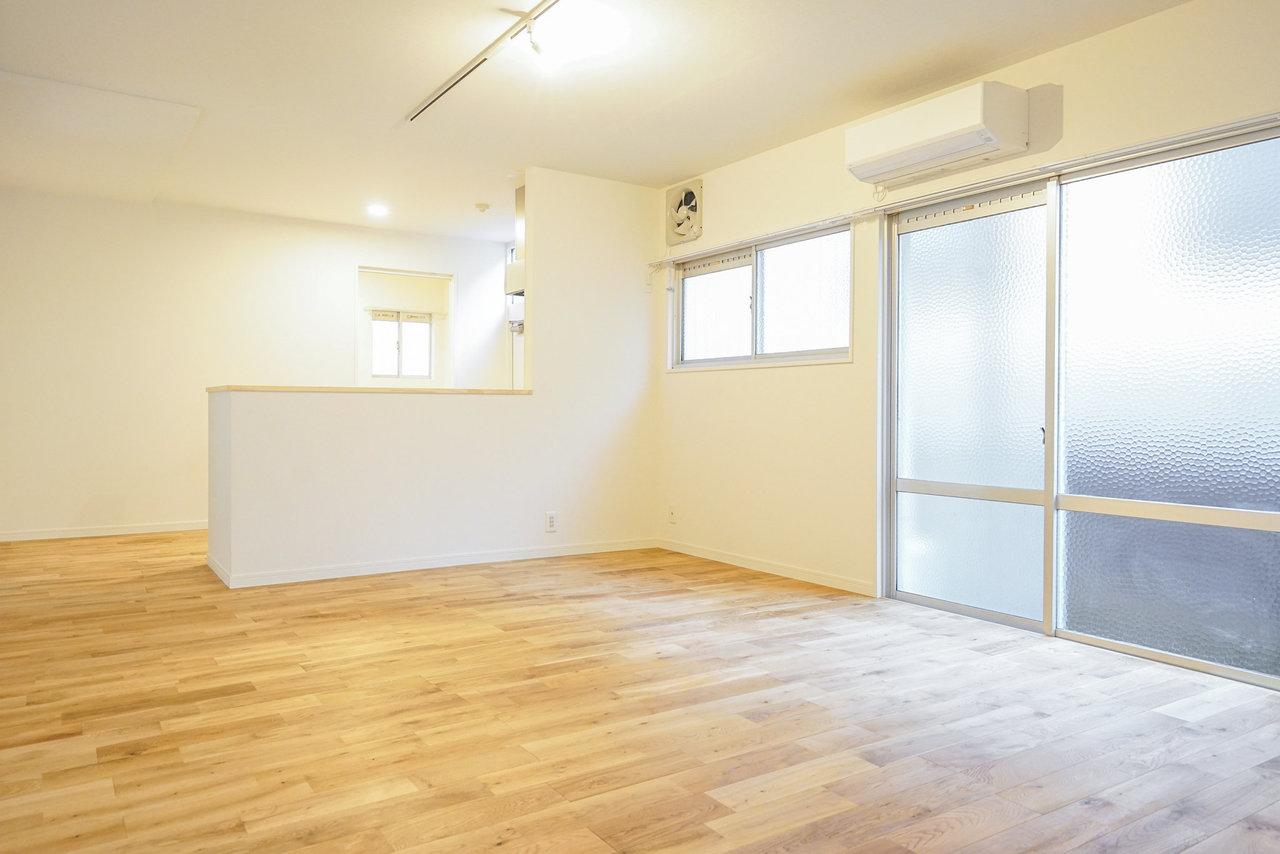最後もTOMOSのお部屋。カウンターキッチンのある広々としたリビングダイニングが印象的。もちろん無垢床です。