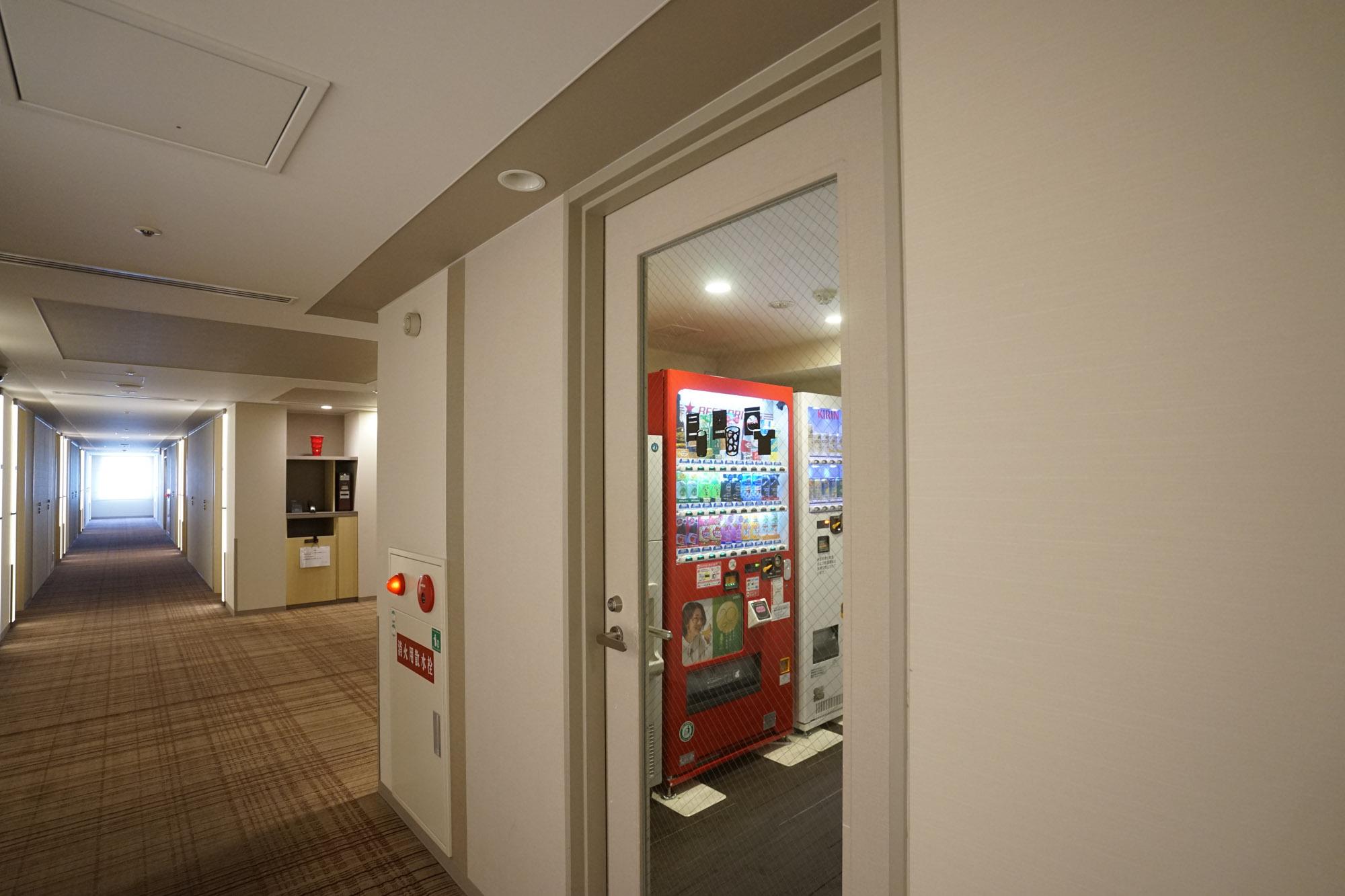 こちらが入り口。明るく清潔な雰囲気。