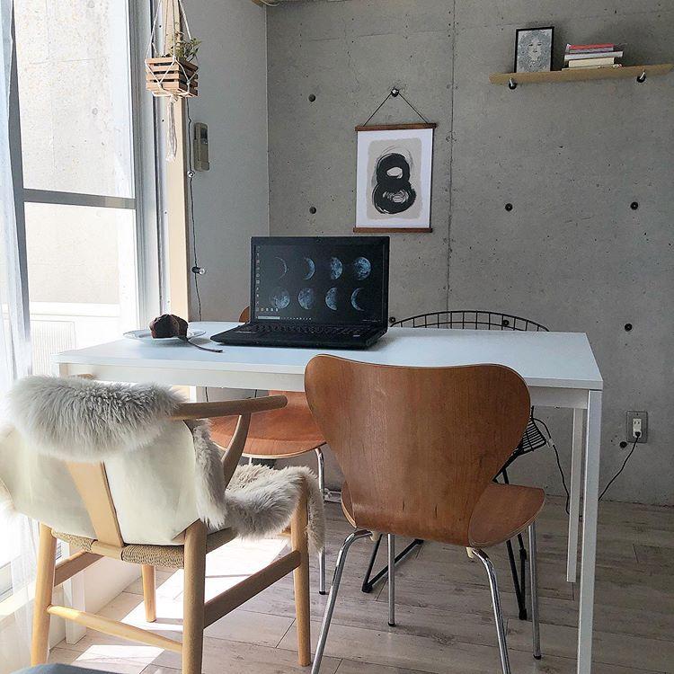 家具を選ぶときもひとつひとつ吟味しているchasoさん。特に迷ったのはダイニングテーブルに合わせるチェア。「ダイニングテーブルがIKEAのものなので、Instagramなどで同じテーブルを使っている写真を探して、どんな椅子を合わせているかチェックしました」