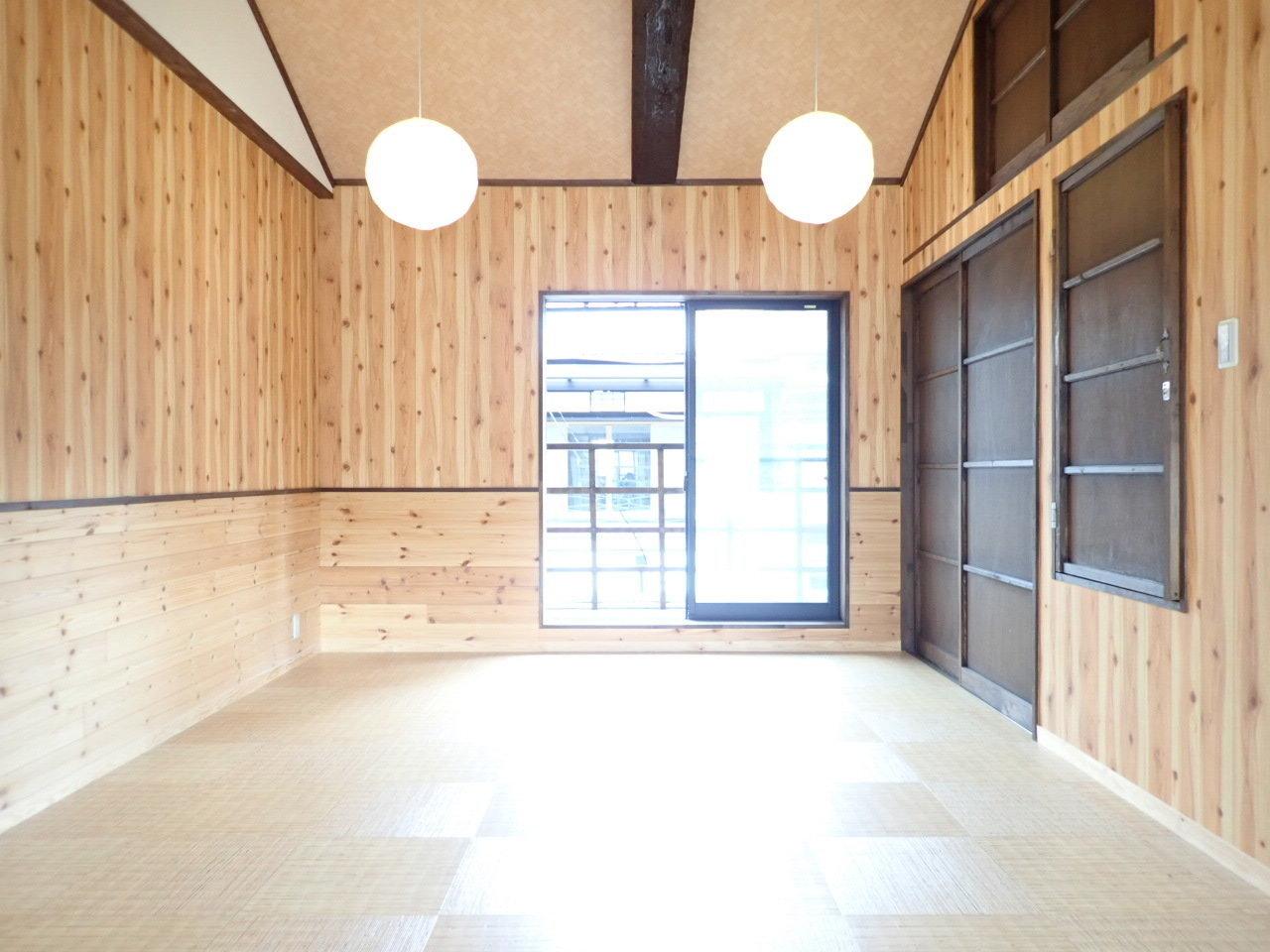 2階だけで10畳もある和室のお部屋。ベッドを置いてもいいし、布団でもいい。ゆったり旅館のようにくつろぐ部屋にしましょう。