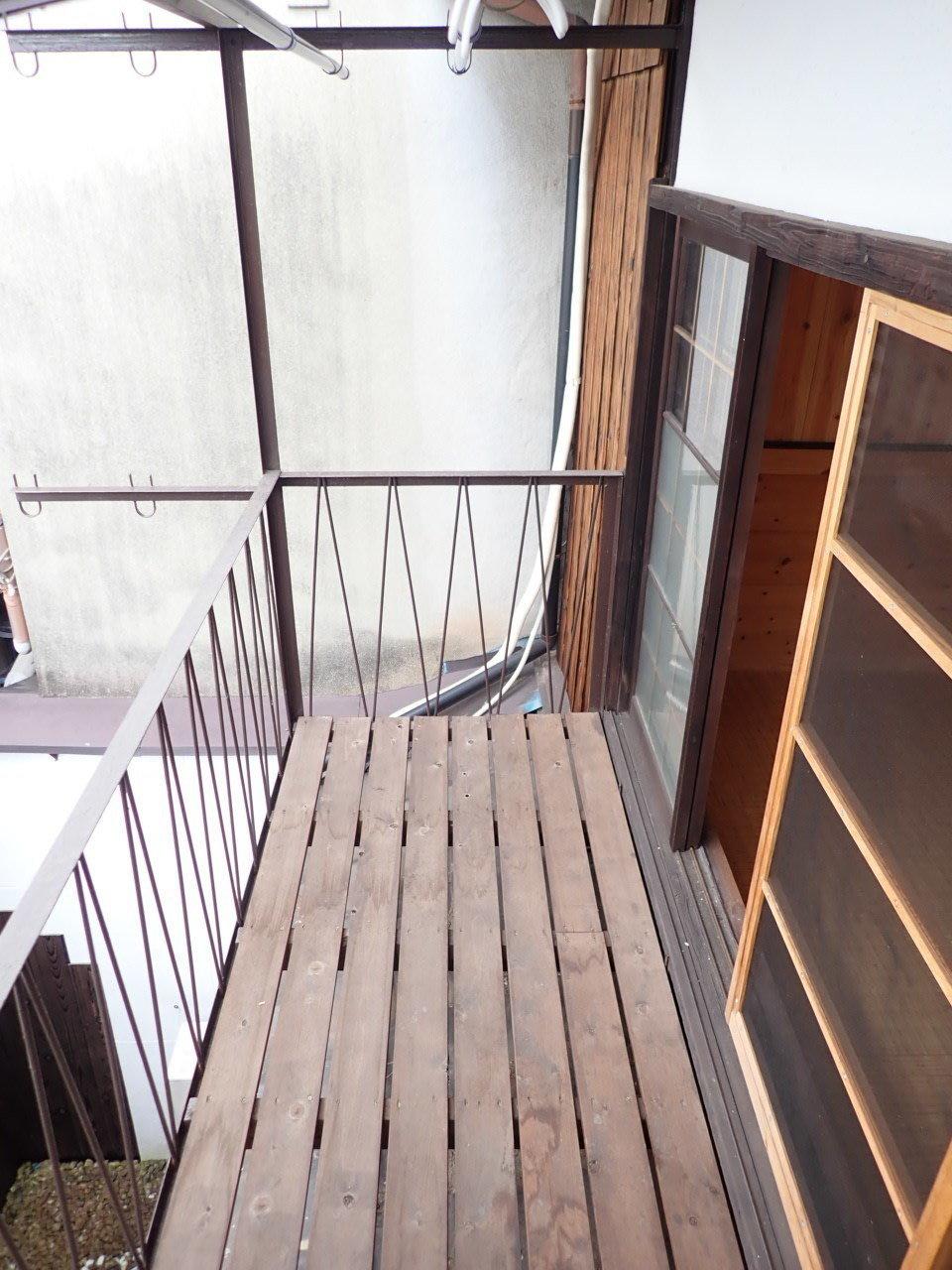 2階は両サイドにバルコニーがついていましたよ。