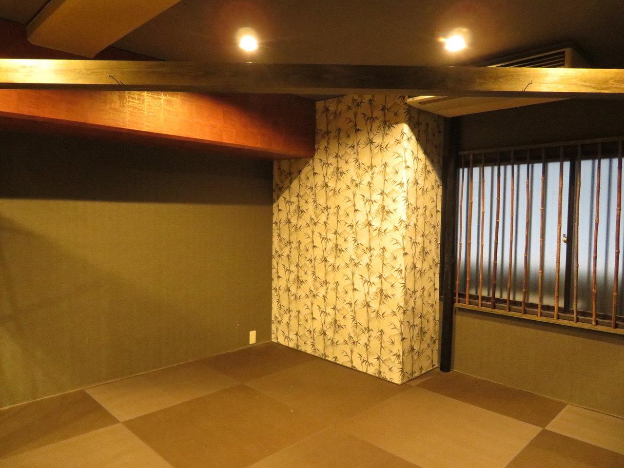 お部屋の隅の、三角スペースには畳が敷かれています。ゆったり一息つきたい時に活躍しそう。