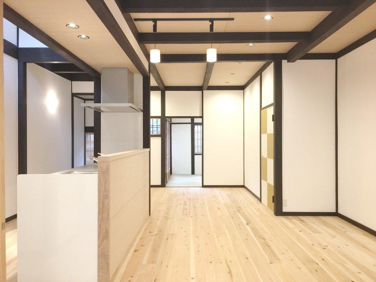モダンな和風のお部屋に生まれ変わった、3LDKのお部屋。雰囲気の残る古民家をリノベーションして造られました。
