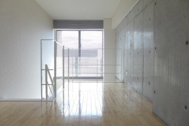 2階も9畳あるので、かなり広々。大きめのベッドを置いても問題なさそう。