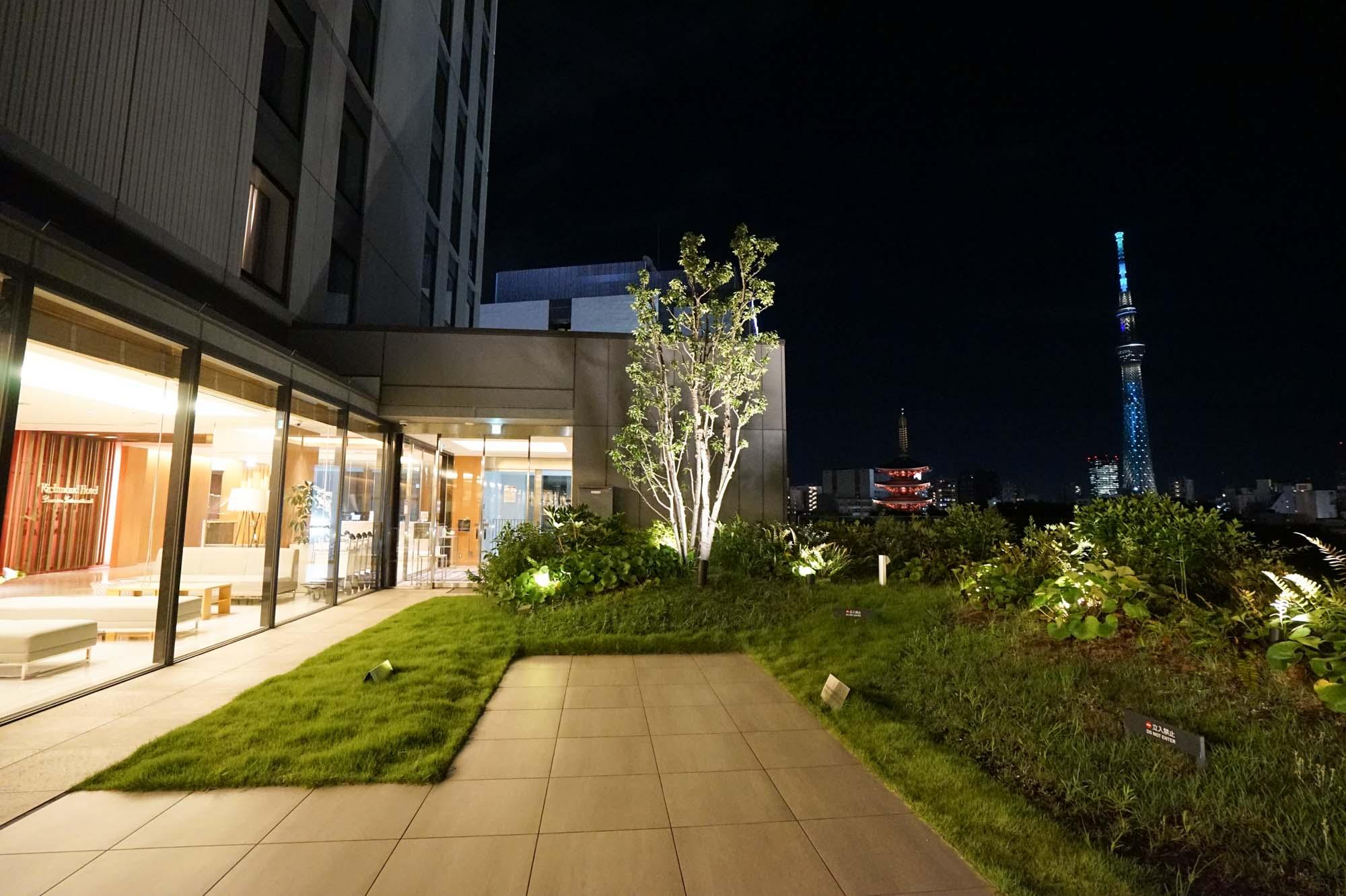 そして夜になったらテラスに出てみるのをお忘れなく。ここから眺める浅草の夜景はちょっと格別ですよ。