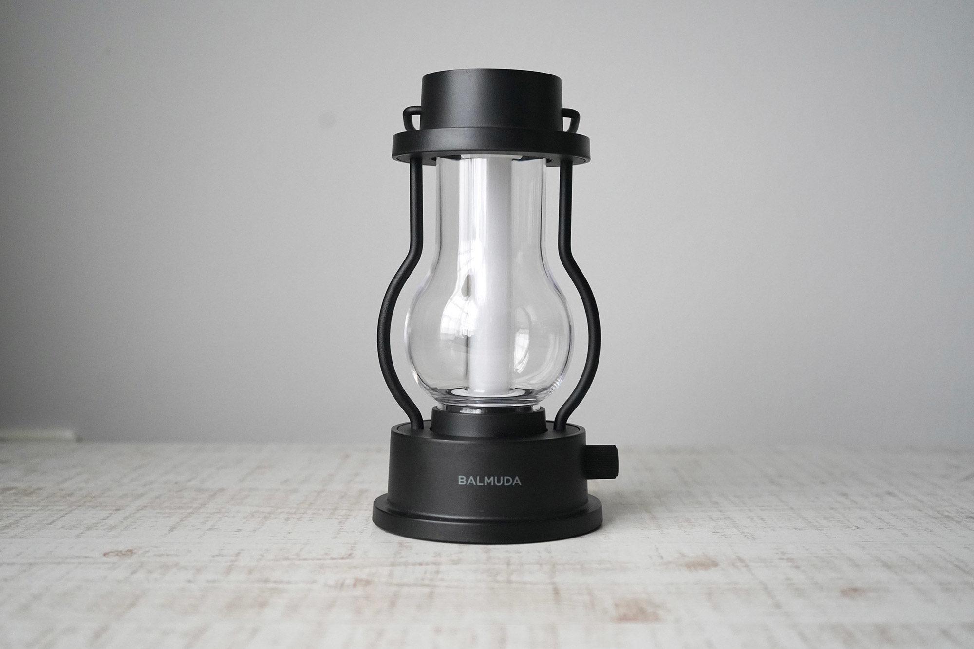 約6時間の充電で3~50時間ほど使えます。温白色の状態だと約3時間しか充電が持たないので注意です。