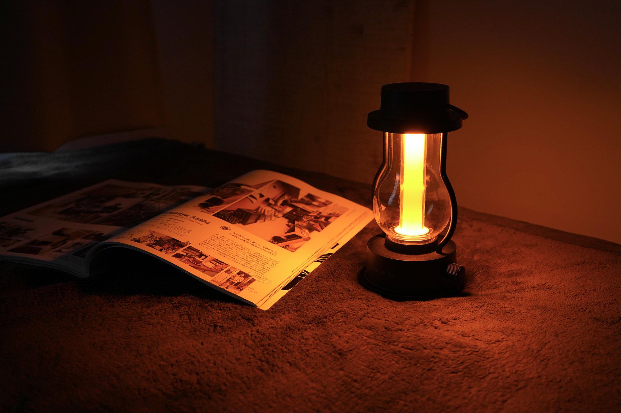 寝る前は部屋の電気を消してランタンの明るさだけで過ごすのがマイブーム。