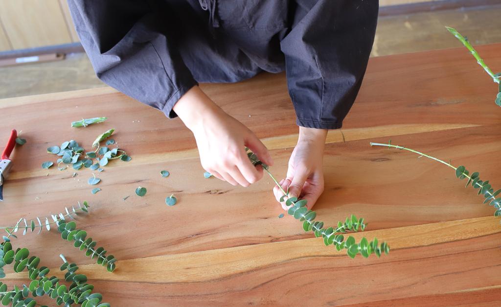 1)水に浸かってしまう部分の下葉や、ツボミは、腐りやすいので取り除きます。