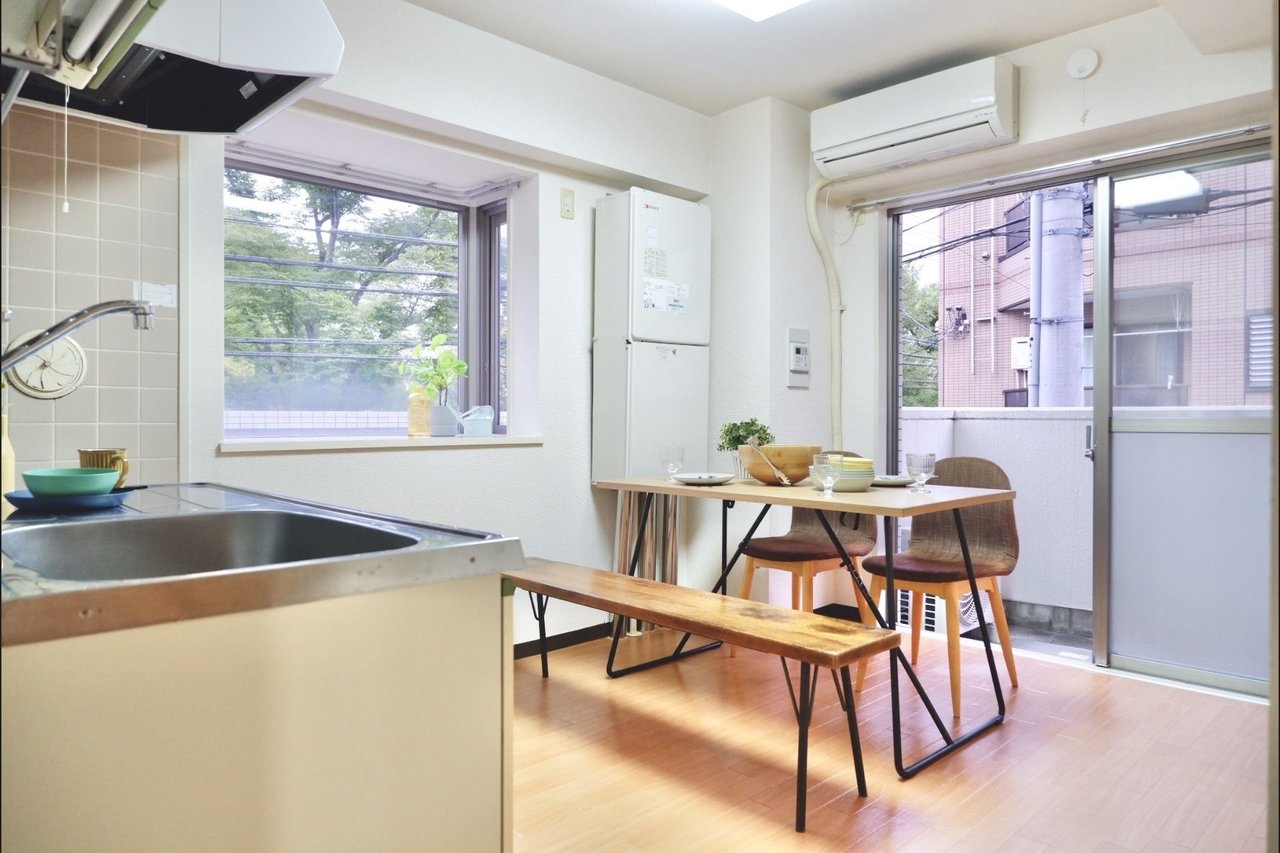 洋室と和室が合わせて3部屋ある、3DKのお部屋。ダイニングキッチンには、家族と一緒に過ごせる、大きめのダイニングテーブルを置きましょう。出窓もなんだか素敵。