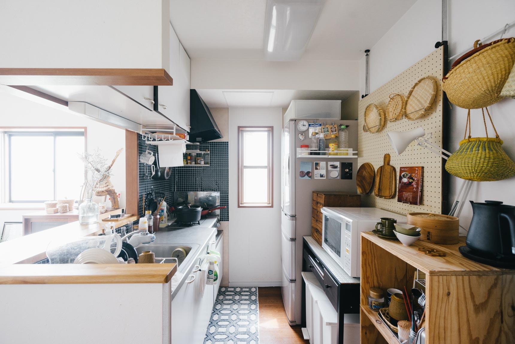 """そんなときは、思い切ってキッチンカウンターを利用して""""立ちながら""""仕事をしてみたり、ベランダに椅子を出して作業をしたり。同じ部屋の中でも、環境を変えてみることで意外な発見があるかもしれません。(このお部屋をもっと見る)"""