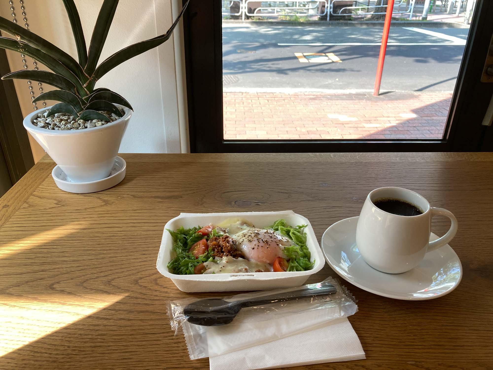 簡単な朝食とコーヒーをいただきました。いい1日のスタートにできそう。