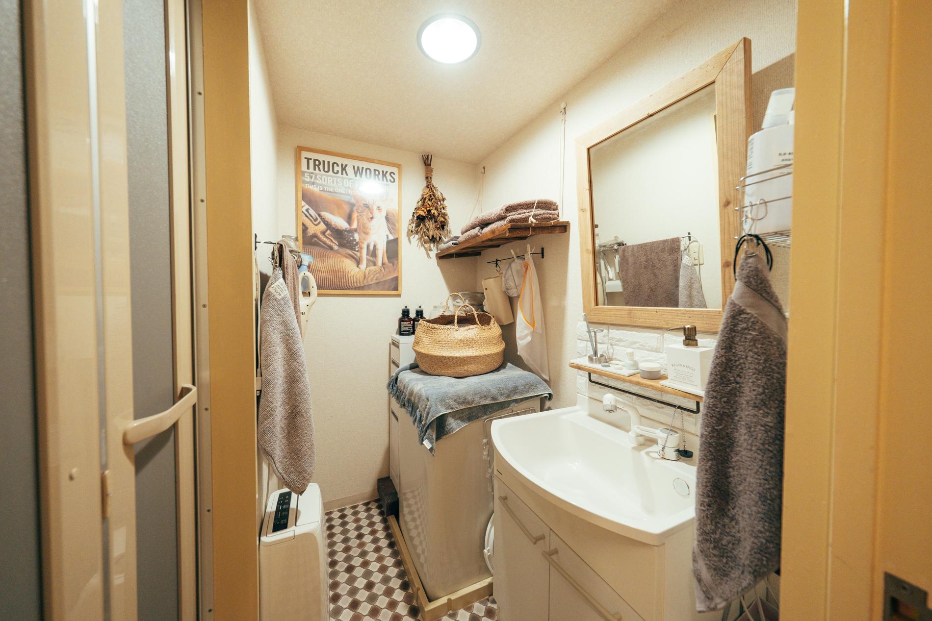 洗面台は元々あったものを取り外して、組み直し。通常の賃貸では絶対見られない様なお洒落な出来栄えに驚かされました。