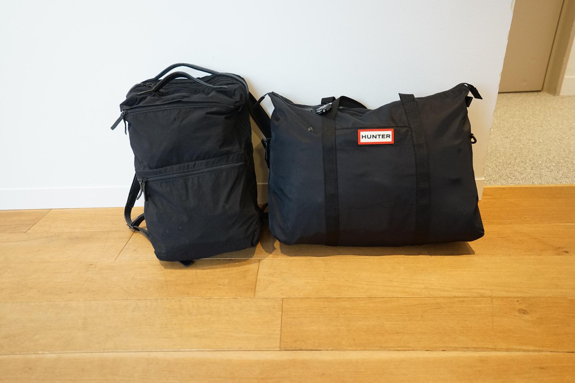 ちなみに、私が普段持ち歩いている荷物はこの2つ。パソコンや取材用一眼レフの入ったバックパックと、HUNTERの「ORIGINAL NYLON WKENDER」です。
