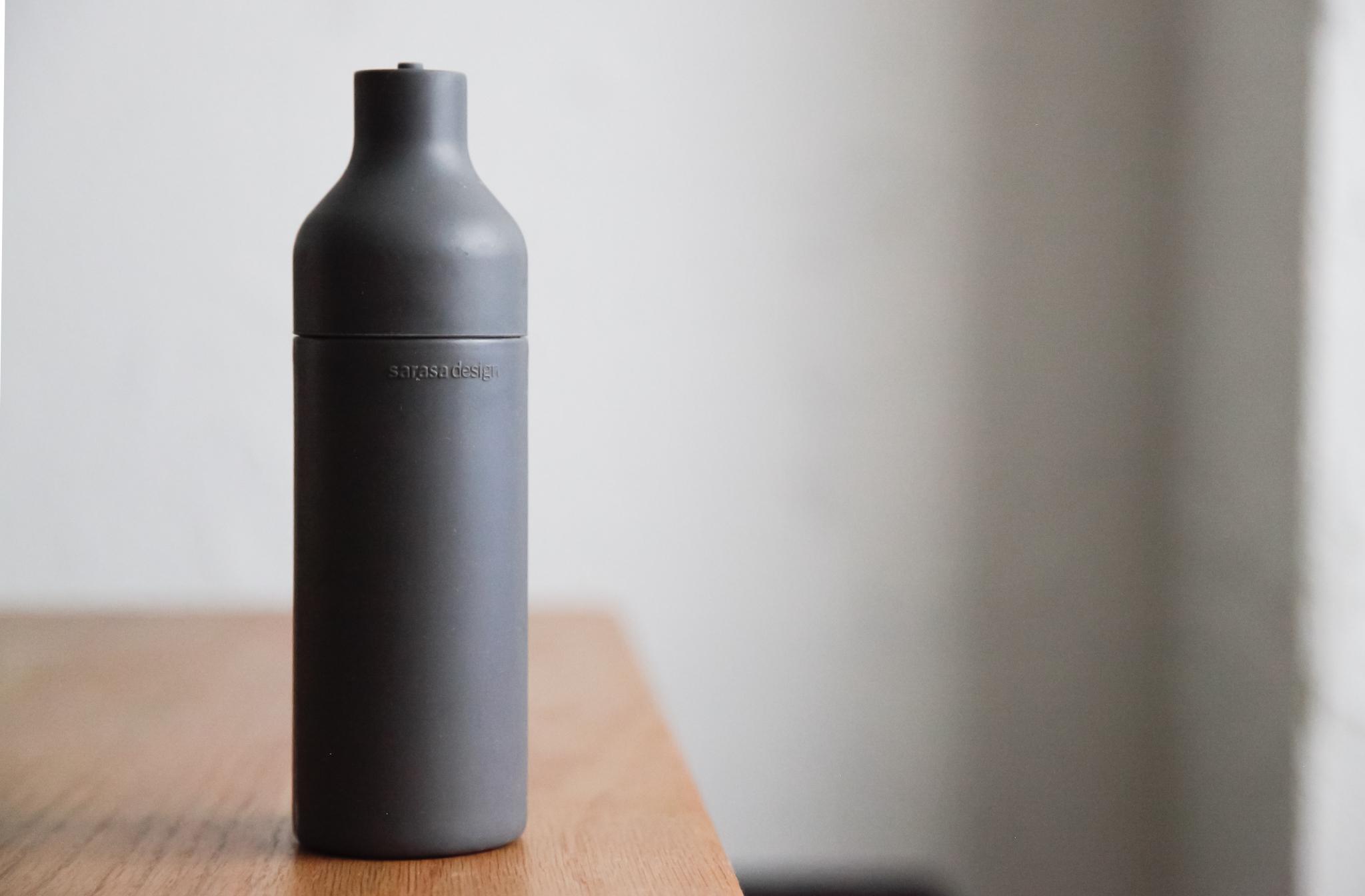 スマートで使いやすい。sarasa design の洗剤用ボトル「スクィーズボトル」