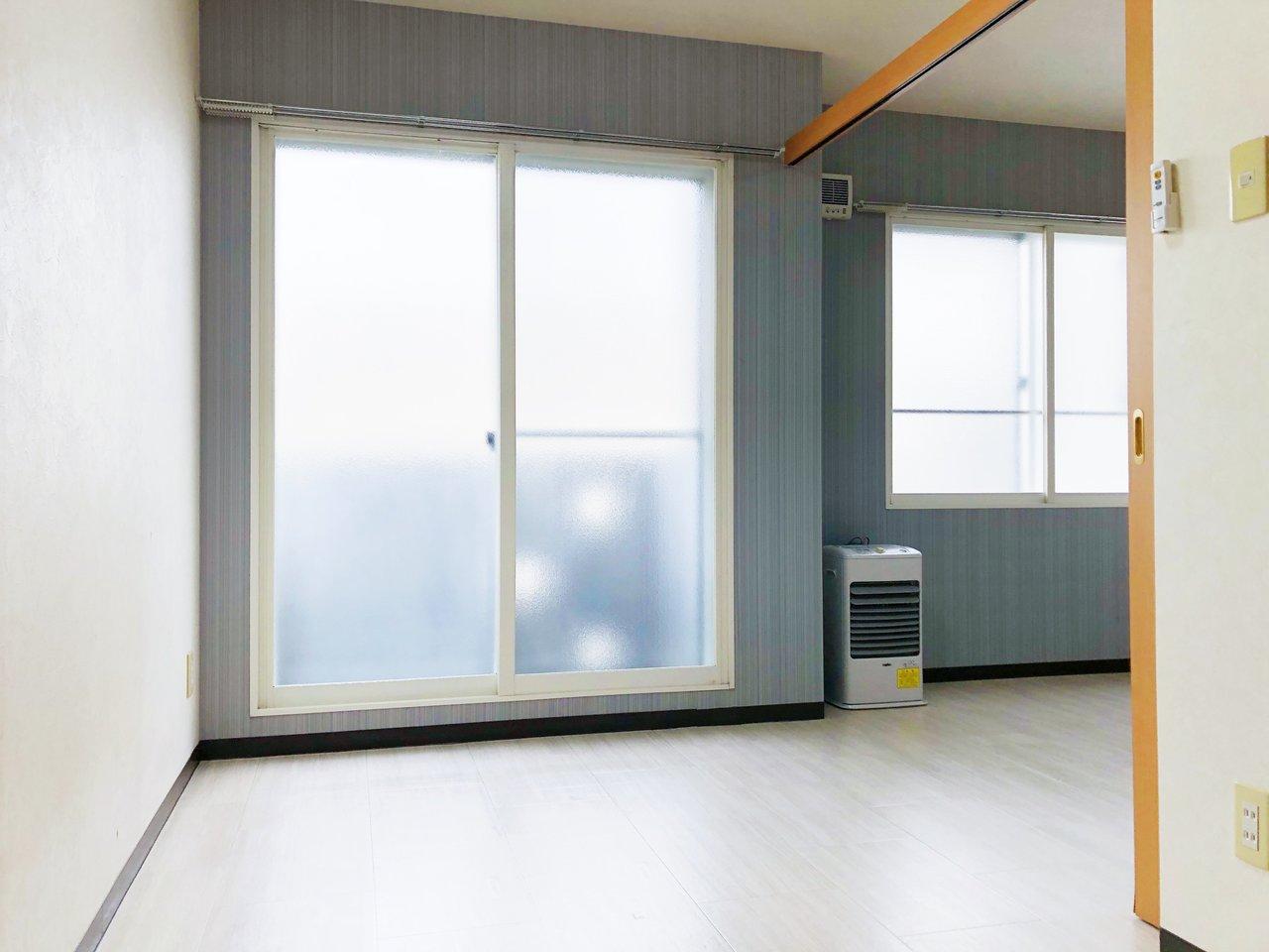 リビングにつながるもう一つの洋室は、大きめの収納つき。北東向きですが、窓が大きいので、十分光を感じることができそうです。